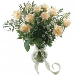 Vazoda 8 adet beyaz gül  İstanbul Ümraniye 14 şubat sevgililer günü çiçek