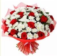 11 adet kırmızı gül ve beyaz kır çiçeği  İstanbul Ümraniye internetten çiçek satışı