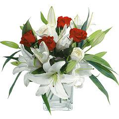 vazo içerisinde 4 gül 1 adet kazablanka  İstanbul Ümraniye online çiçek gönderme sipariş