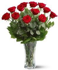 11 adet kırmızı gül vazoda  İstanbul Ümraniye internetten çiçek siparişi