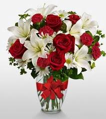 Eşsiz vazo tanzimi güller kazablankalar  İstanbul Ümraniye online çiçek gönderme sipariş