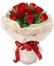 12 adet kırmızı gül buketi  İstanbul Ümraniye anneler günü çiçek yolla