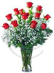 vazo içerisinde 12 adet kırmızı gül  İstanbul Ümraniye uluslararası çiçek gönderme