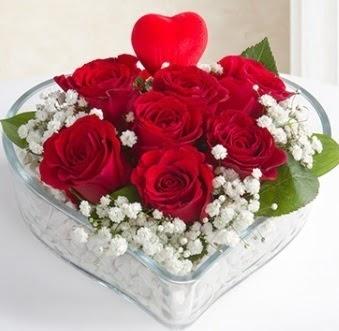 Kalp içerisinde 7 kırmızı gül kalp çubuk  İstanbul Ümraniye çiçek gönderme sitemiz güvenlidir