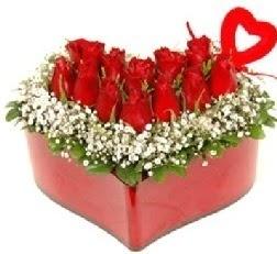 Kalp içerisinde 9 kırmızı gül kalp çubuk  İstanbul Ümraniye internetten çiçek siparişi