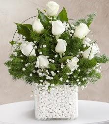 9 beyaz gül vazosu  İstanbul Ümraniye çiçek satışı