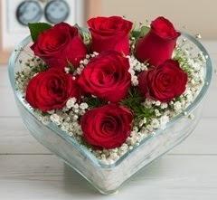 Kalp içerisinde 7 adet kırmızı gül  İstanbul Ümraniye çiçek gönderme sitemiz güvenlidir
