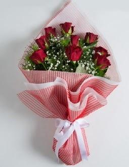 9 adet kırmızı gülden buket  İstanbul Ümraniye çiçek satışı