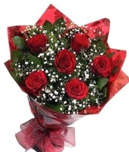 6 adet kırmızı gülden buket  İstanbul Ümraniye yurtiçi ve yurtdışı çiçek siparişi