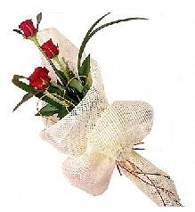 3 adet kırmızı gül buketi  İstanbul Ümraniye güvenli kaliteli hızlı çiçek