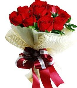 9 adet kırmızı gülden buket tanzimi  İstanbul Ümraniye çiçek gönderme sitemiz güvenlidir