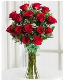 Cam vazo içerisinde 11 kırmızı gül vazosu  İstanbul Ümraniye anneler günü çiçek yolla