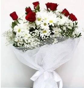 9 adet kırmızı gül ve papatyalar buketi  İstanbul Ümraniye internetten çiçek siparişi