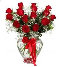 11 adet kırmızı gül cam kalpte  İstanbul Ümraniye online çiçek gönderme sipariş