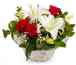 Cam içerisinde 2 kandil kazablanka 5 gül  İstanbul Ümraniye internetten çiçek siparişi