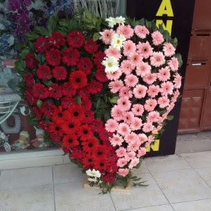 Kalp pano kalp şeklinde pano çiçeği  İstanbul Ümraniye çiçek siparişi sitesi