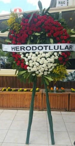 Cenaze çelengi cenazeye çiçek modeli  İstanbul Ümraniye çiçek satışı