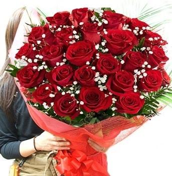 Kız isteme çiçeği buketi 33 adet kırmızı gül  İstanbul Ümraniye çiçek gönderme sitemiz güvenlidir