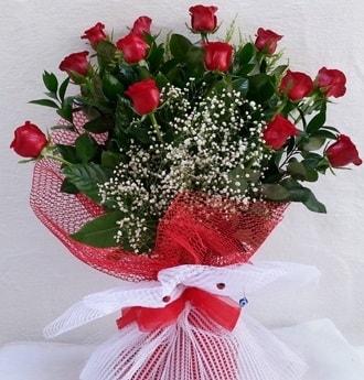 Kız isteme çiçeği buketi 13 adet kırmızı gül  İstanbul Ümraniye İnternetten çiçek siparişi