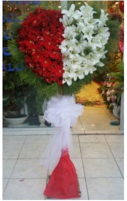 Özel üstü özel kalp çiçek tanzimi  İstanbul Ümraniye çiçek gönderme sitemiz güvenlidir