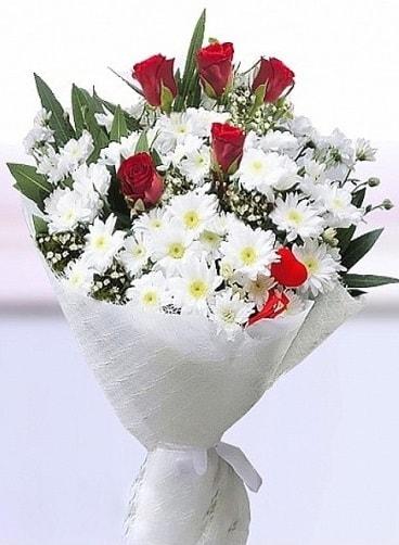 Sevdiğime papatya ve 5 kırmızı gül buketi  İstanbul Ümraniye çiçekçi mağazası