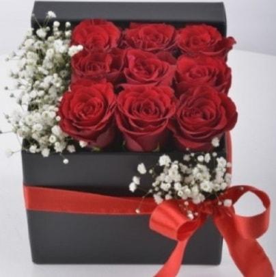 Kutu içerisinde 9 adet kırmızı gül  İstanbul Ümraniye çiçek siparişi sitesi