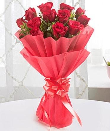 12 adet kırmızı gülden modern buket  İstanbul Ümraniye çiçek yolla