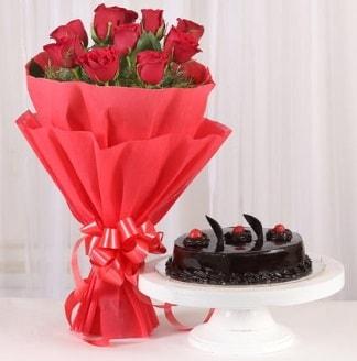10 Adet kırmızı gül ve 4 kişilik yaş pasta  İstanbul Ümraniye internetten çiçek satışı