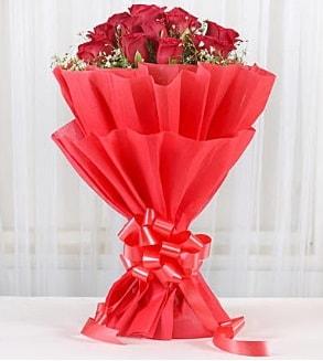 12 adet kırmızı gül buketi  İstanbul Ümraniye hediye çiçek yolla