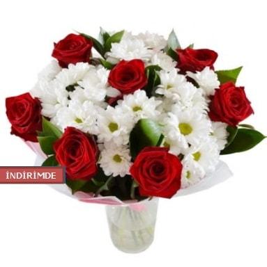 7 kırmızı gül ve 1 demet krizantem  İstanbul Ümraniye çiçek gönderme sitemiz güvenlidir