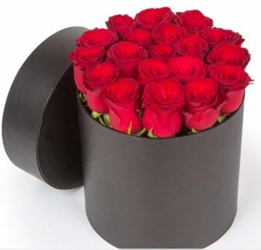 21 adet siyah kutuda kırmızı gül  İstanbul Ümraniye hediye çiçek yolla