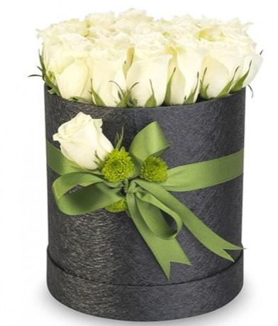 27 adet beyaz gülden görsel kutu çiçeği  İstanbul Ümraniye çiçekçiler