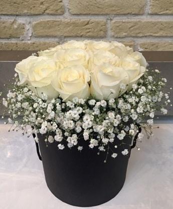 19 adet beyaz gülden görsel kutu çiçeği  İstanbul Ümraniye çiçek siparişi sitesi