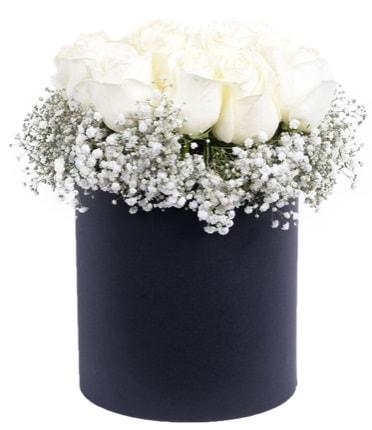 Özel kutuda özel 15 beyaz gül aranjmanı  İstanbul Ümraniye çiçekçi telefonları