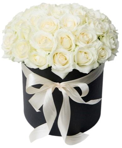 41 adet özel kutuda beyaz gül  İstanbul Ümraniye çiçek satışı  süper görüntü