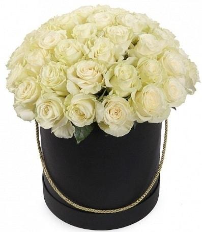 33 adet beyaz gül özel kutuda isteme çiçeği  İstanbul Ümraniye internetten çiçek satışı