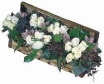 İstanbul Ümraniye internetten çiçek siparişi  13 adet beyaz sandikta gül